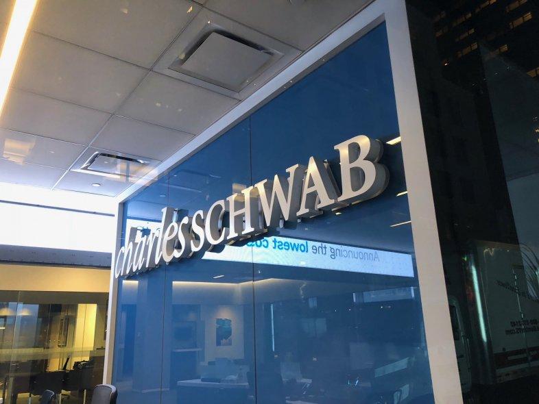charles-schwab-brokerage-financial-center-nyc